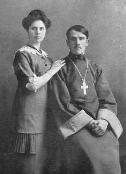 Священник Александр Крылов с супругой
