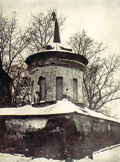 Угловая башенка ограды Богородице-Алексеевского мужского монастыря в Томске, 1920-е годы