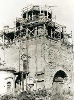 Реставрация монастырского храма, фотография 1980-х годов