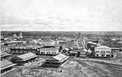 Шадринск на дореволюционной открытке, вид на южную часть города. Слева направо: Никольский храм, Преображенский собор