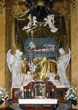 Рака с мощами свт. Иоанна Милостивого, патр. Александрийского, в католическом соборе Св. Мартина (Братислава)