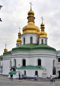 Крестовоздвиженская церковь Киево-Печерской лавры с юго-востока. Фото 2009 г.
